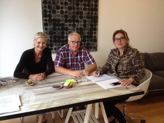 Mariëtte Sontag, Gerhard Simonetti en Heidi Otten van het Design Café Achterhoek. Foto: DG
