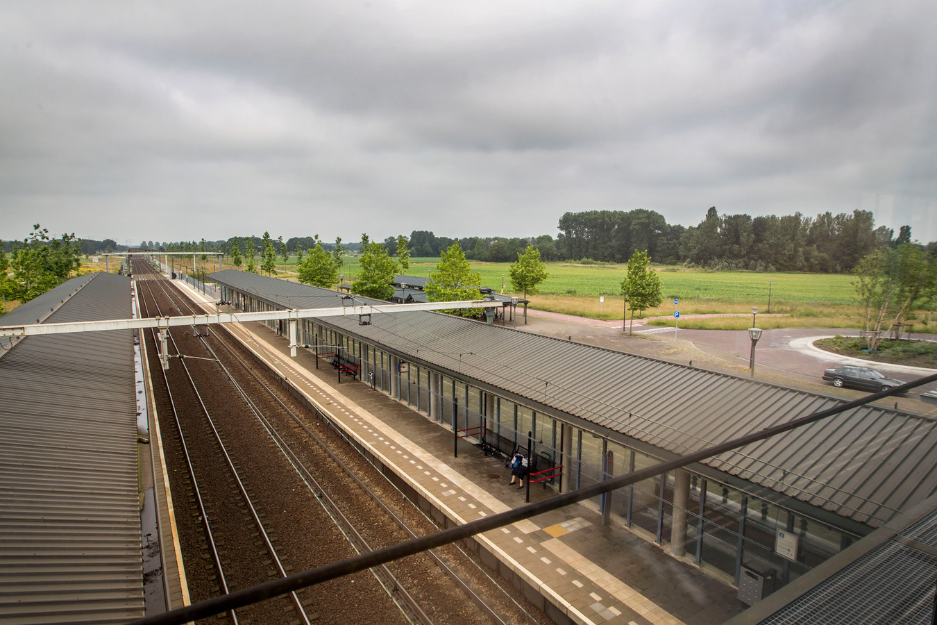 Het gebied waar de Slimme Wijk moet verrijzen, gezien vanaf NS-station Helmond-Brandevoort.