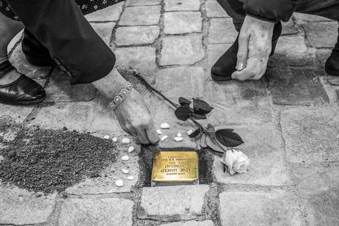 Aan de lange Vorststraat 80 in Goes ligt ook een struikelsteen als herinnering aan de Joden die vanaf dat adres  in de Tweede Wereldoorlog zijn weggevoerd.