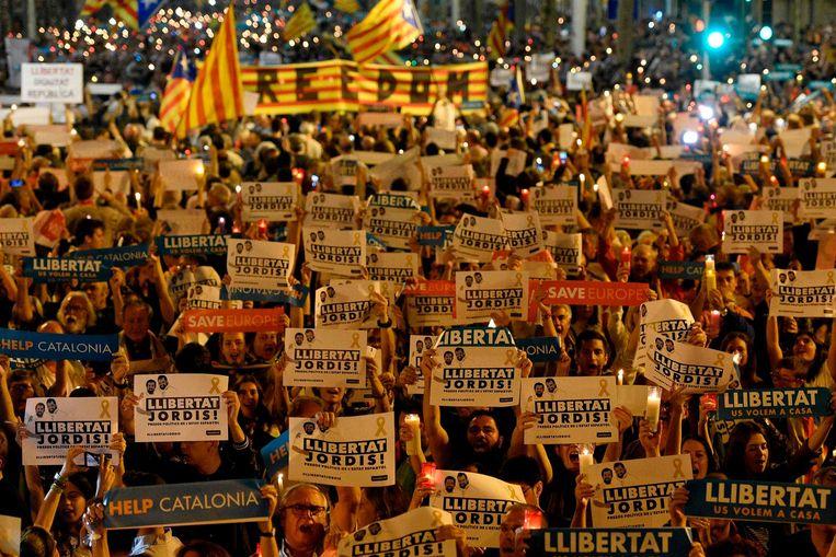 'Libertat Jordis', eist het volk in de straten van Barcelona. Beeld anp
