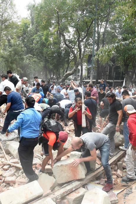 Meer dan honderd doden door zware aardbeving in Mexico