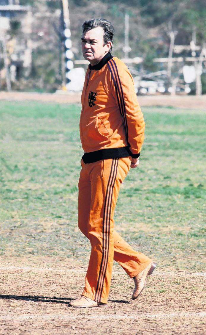 Ernst Happel in 1976 als supervisor bij Oranje.