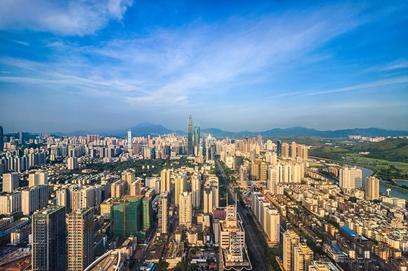 In Shenzhen rijden al 14.000 bussen volledig op elektriciteit.
