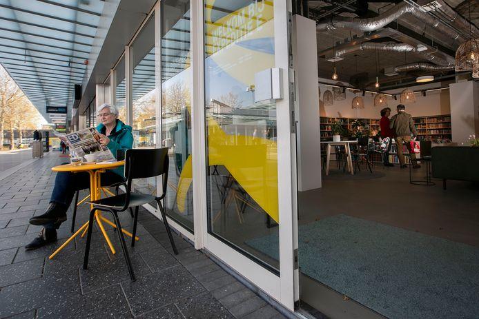 In Winkelcentrum Woensel,  is Expeditie E gevestigd, een nevenvestiging van de openbare bibliotheek Eindhoven