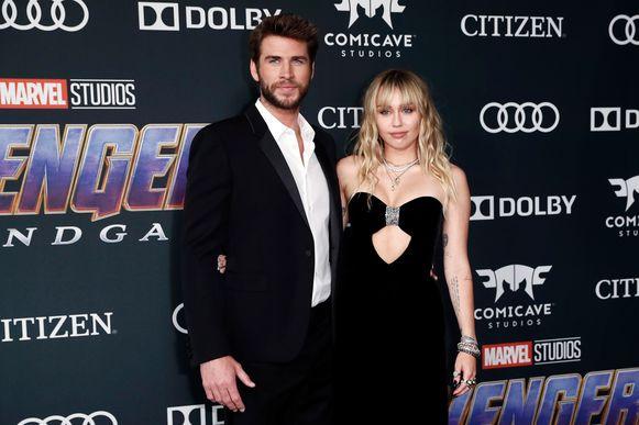 Liam Hemsworth, de broer van 'Avengers'-ster Chris Hemsworth, en zijn vrouw Miley Cyrus.