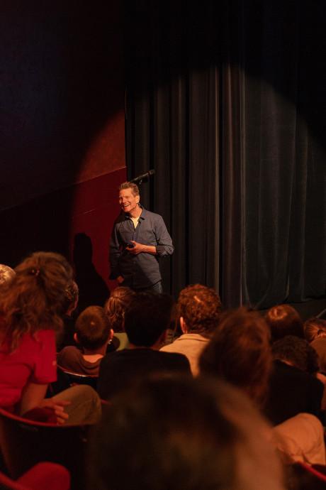 Filmmaker De Nieuwe Wildernis geeft 150 Gorcumse leerlingen les