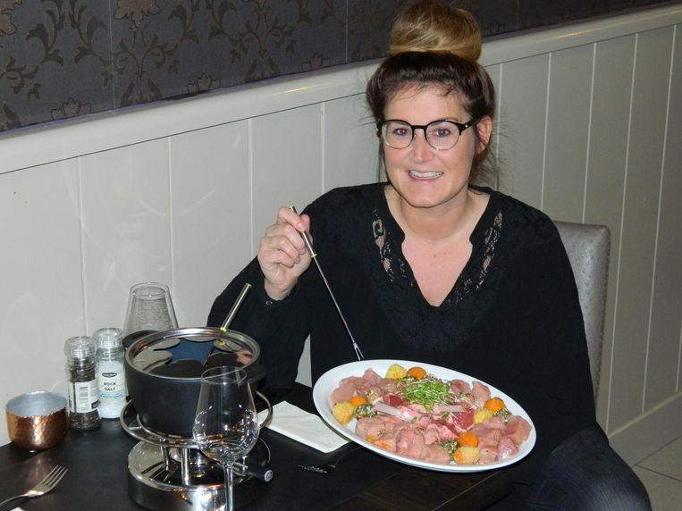 Joyce Drumont serveert vanaf vandaag vooral fondue in haar zaak.
