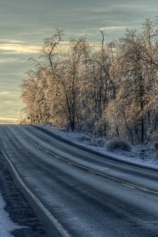 Conditions glissantes sur les routes du pays cette nuit