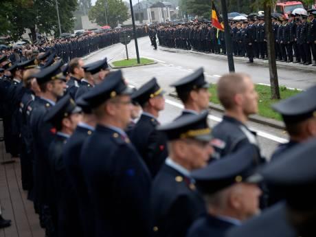 Une haie d'honneur impressionnante en guise d'adieu aux pompiers décédés à Beringen
