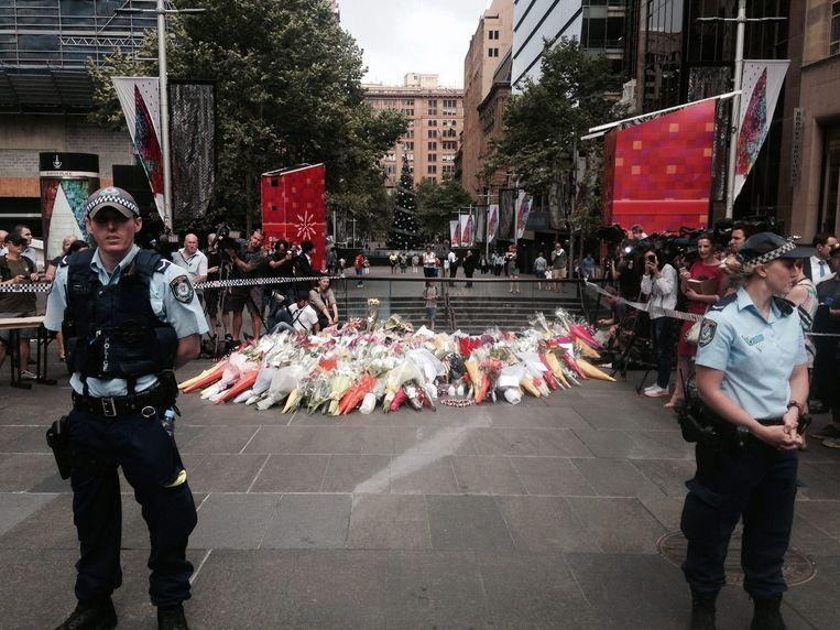 Archieffoto: politieagenten bij de plek waar in Sydney een gijzeling plaatsvond