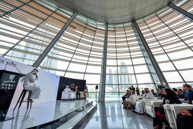 Ontwerpers presenteren Dubai Font tijdens een persconferentie. Beeld afp