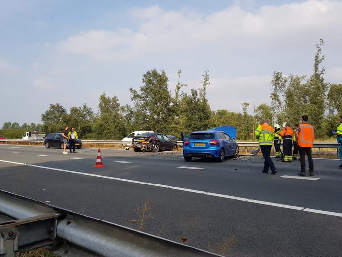 File op de A50 na een ongeval bij Wijchen