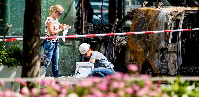 Onderzoek na de aanslag op het pand van De Telegraaf op 26 juni 2018. Beeld ANP