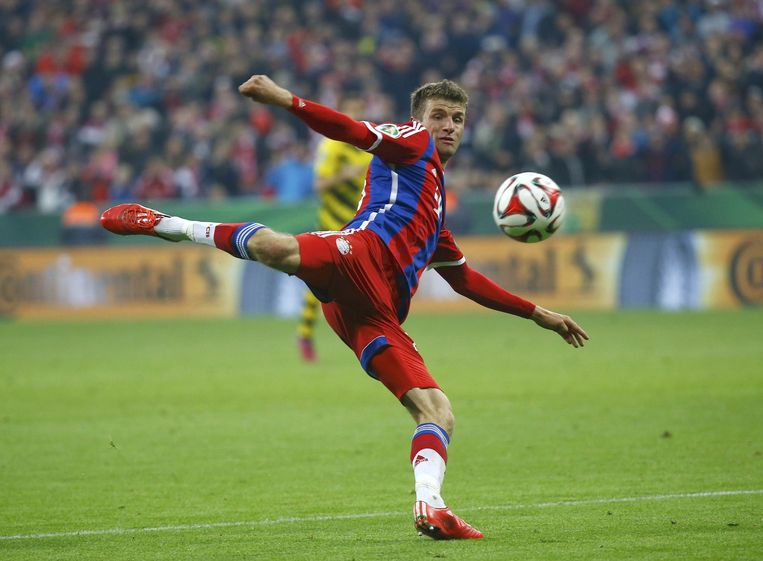 Tijdens de halve finale van de Duitse beker in het shirt van Bayern. Beeld null