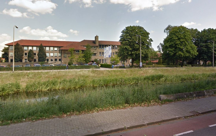 De gewenste brug over het kanaal bij scholengemeenschap Erasmus komt er niet.