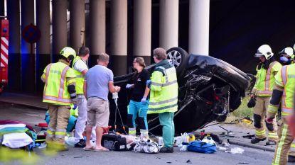 Wagen duikt van snelwegbrug in Waregem: automobilist kritiek