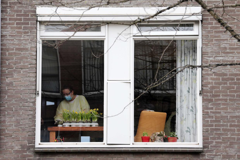 Bijna de helft van de bewoners van een afdeling in het Rotterdamse verpleeghuis De Leeuwenhoek is overleden, vermoedelijk allemaal aan corona. Beeld ANP