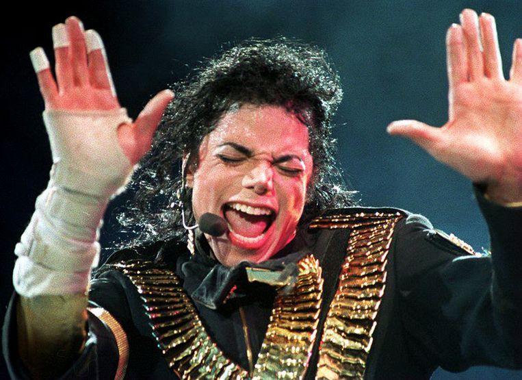 """In de HBO-documentaire getuigen twee mannen dat popster Michael Jackson hen in hun kindertijd heeft misbruikt. De """"King of Pop"""" heeft eerdere soortgelijke beschuldigingen altijd ontkend. Jackson overleed in 2009."""
