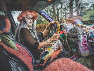 """Nina Vandenbempt, eigenaar van de meest excentrieke auto ooit: """"Dit is gewoon de binnenkant van mijn brein"""""""