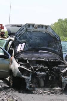 Auto vat vlam tijdens rijden op de A50 bij Renkum