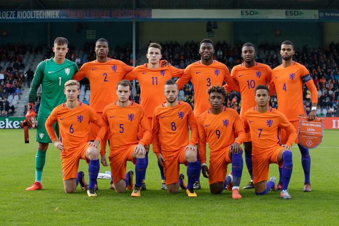 Het elftal van Jong-Oranje voor aanvang van het duel met Letland afgelopen vrijdag.