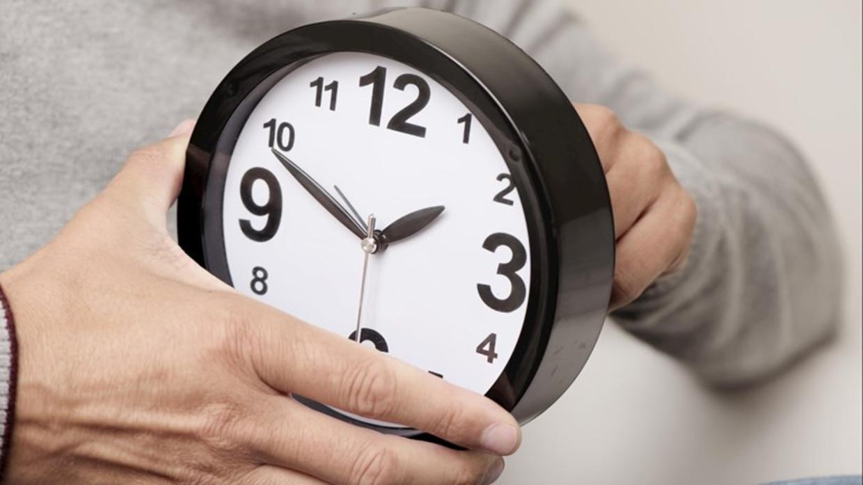Zondagnacht 25 november gaat de klok om 03:00 's nachts een uurtje terug naar 02:00 Beeld ANPW