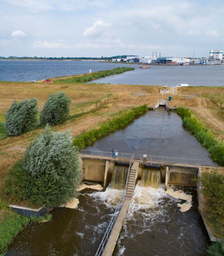 Overal is het droog, maar in Flevoland is nog water in overvloed