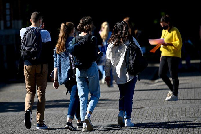 Op sommige scholen loopt de afwezigheidsteller op richting 15 procent.