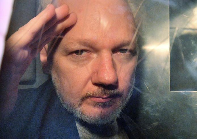 Assange werd door Groot Brittannië veroordeeld tot 50 weken cel, na uit de ambassade van Ecuador te zijn gezet.