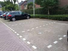Bewoners Pianohof Etten-Leur klagen over te smalle parkeervakken