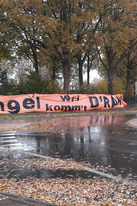 Keijenborg waarschuwt buurman Pax met meterslang spandoek