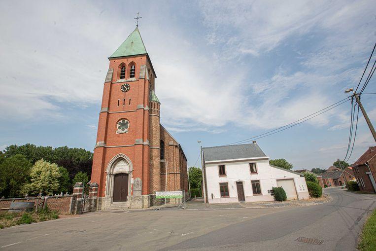 De kerk wordt ingericht als parochiezaal terwijl de huidige zaal achter het witte huis een pleintje wordt.