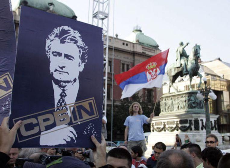 Aanhangers uit heel Servië en uit het Servische deel van Bosnië willen vanavond in Belgrado demonstreren tegen de uitlevering van Karadzic. Foto AP Beeld