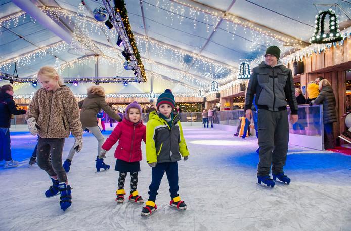 Schaatspret op de schaatsbaan van het evenement Winterland op de Parade