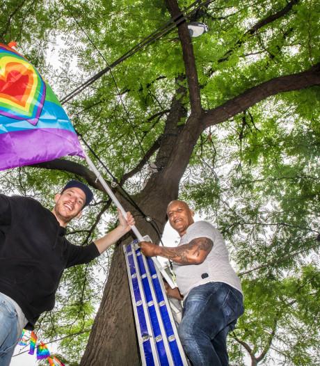 Geen boten door de gracht, maar koetsjes over straat op de 'Pride'