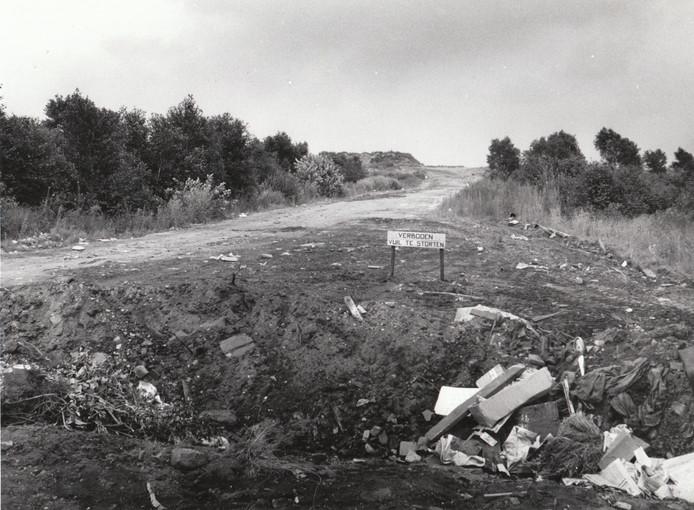 Hier begon het allemaal mee in de jaren '70. Jong & links was mondig geworden en eiste meer aandacht voor natuur en milieu. In Deurne betekende dat: stop de vervening van de Peel en sluit de vuilstort van de firma Speciaal Transport van wethouder Nol van Heugten aan het Leegveld (zie de foto uit 1979). De voortdurende actie leidde tot de oprichting van Werkgroep Behoud de Peel.