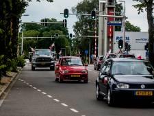 Poolse colonne naar de Tilburgse Heuvel voor voetbalfeest