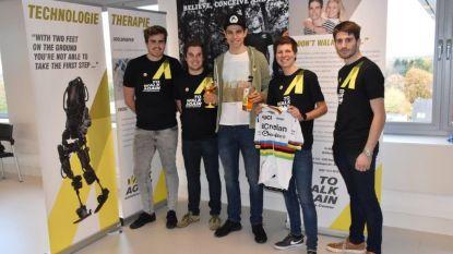 Wout van Aert schenkt wereldbekertrui aan vzw en presenteert nieuwe gin 'To Walk Again'