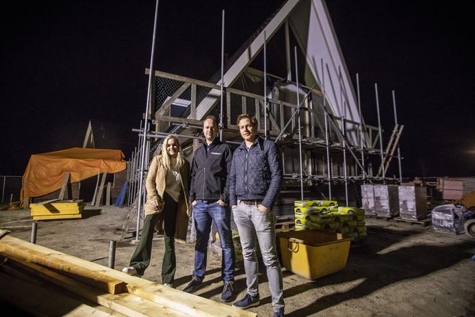 Lieke Kreuwel, Robin Kuipers en Jort Kuipers willen graag in Fleringen blijven, maar kunnen geen betaalbare woning vinden.