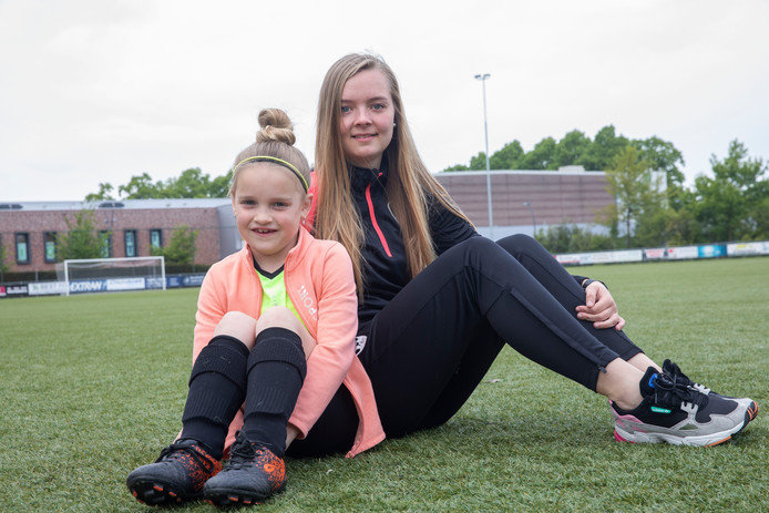 Amber Verspaget (21) en Sterre Bosch (8) uit Best zetten zich in voor La League voor gelijke rechten voor jongens en meiden.