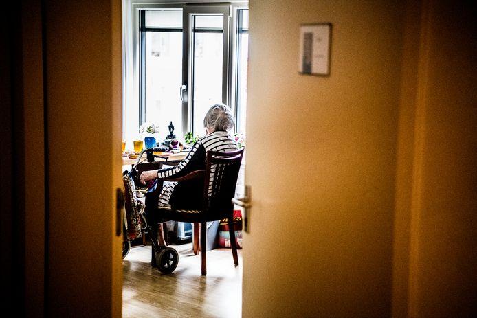 Te weinig plaatsen in verzorgingshuizen vanwege groeiende vraag en gebrek aan personeel.
