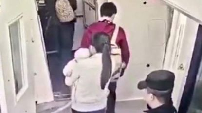 Alweer Chinees gearresteerd voor gooien 'geluksmuntjes' tegen vliegtuig