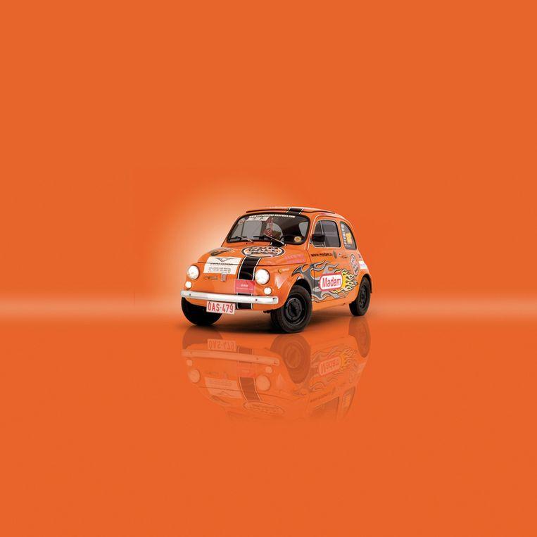 Deze Fiat 500 was het eerste wagentje dat Damiens fotografeerde in zijn studio