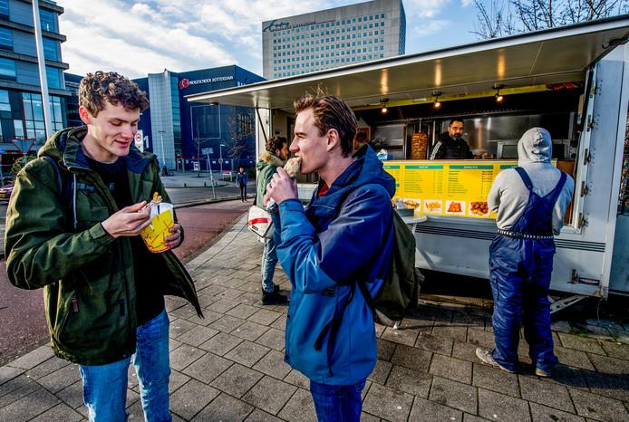 Fastfoodverkoop bij de Hogeschool van Rotterdam.