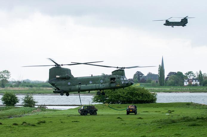 Het leger oefent vaker in de omgeving van Houten. Enkele jaren geleden gebeurde dat bij Fort Honswijk in Schalkwijk, die dienst deed als 'vijandelijke basis'.