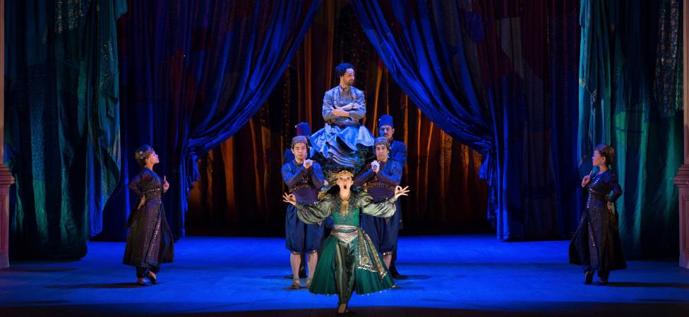 De lieflijke boompjes in het decor van Mozarts 'La finta giardiniera'.