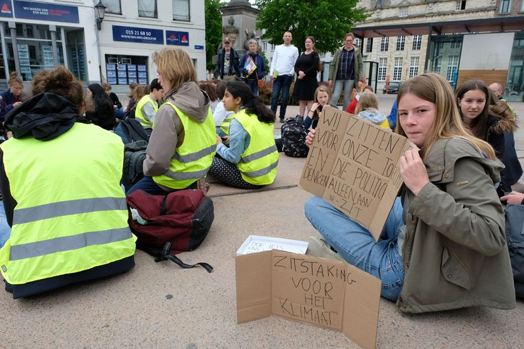 Youth For Climate  hield vandaag een zitstaking op de Veemarkt.