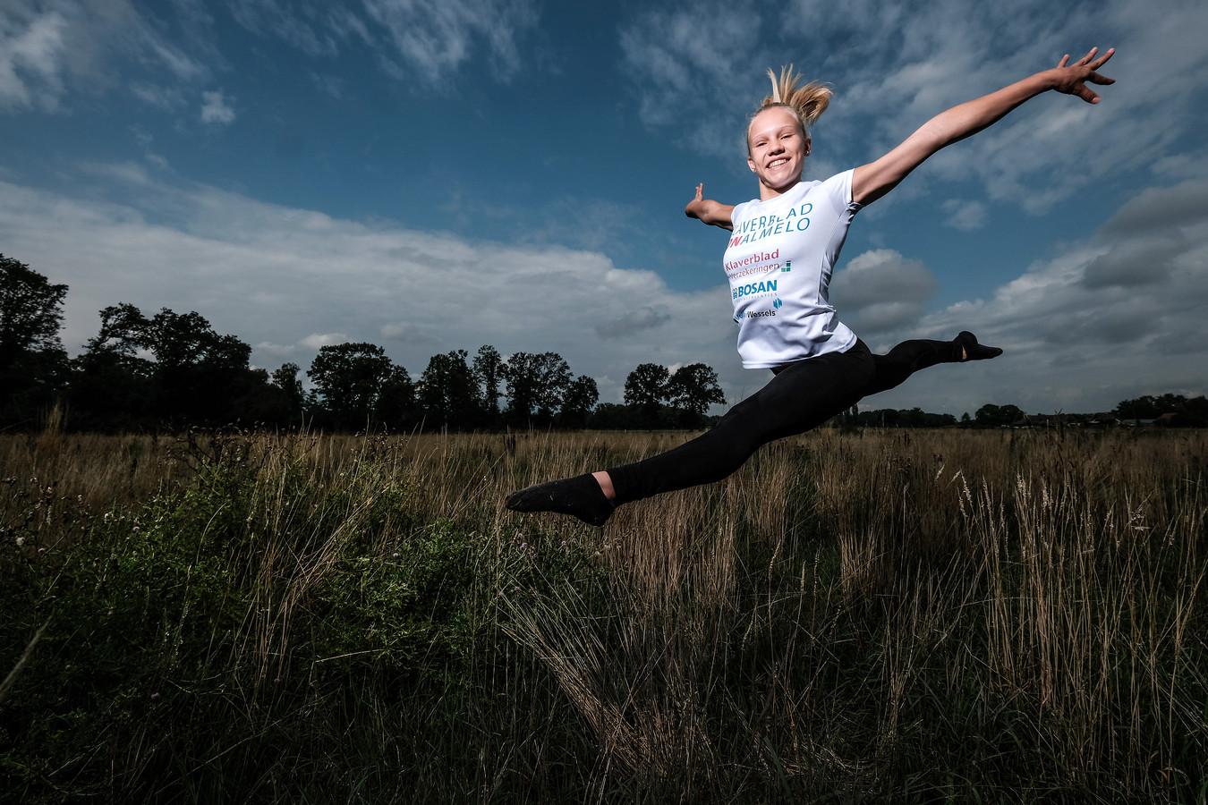 Sara van Disseldorp is veertien jaar en Nederlands kampioen op de Vloer (turnen).