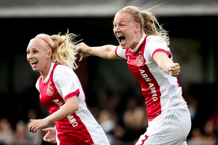 Stefanie van der Gragt van Ajax viert haar 1-0 tegen PSV tijdens de bekerfinale in 2018.