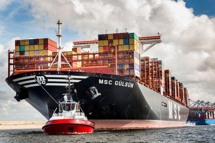 De coronacrisis heeft mogelijk ook op lange termijn gevolgen voor de Rotterdamse haven, denken twee havenspecialisten.
